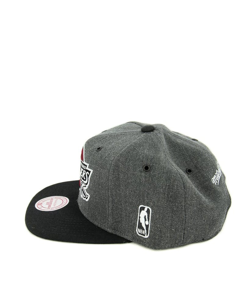 Mitchell & Ness Cavaliers G3 Logo Snapback Charcoal/black
