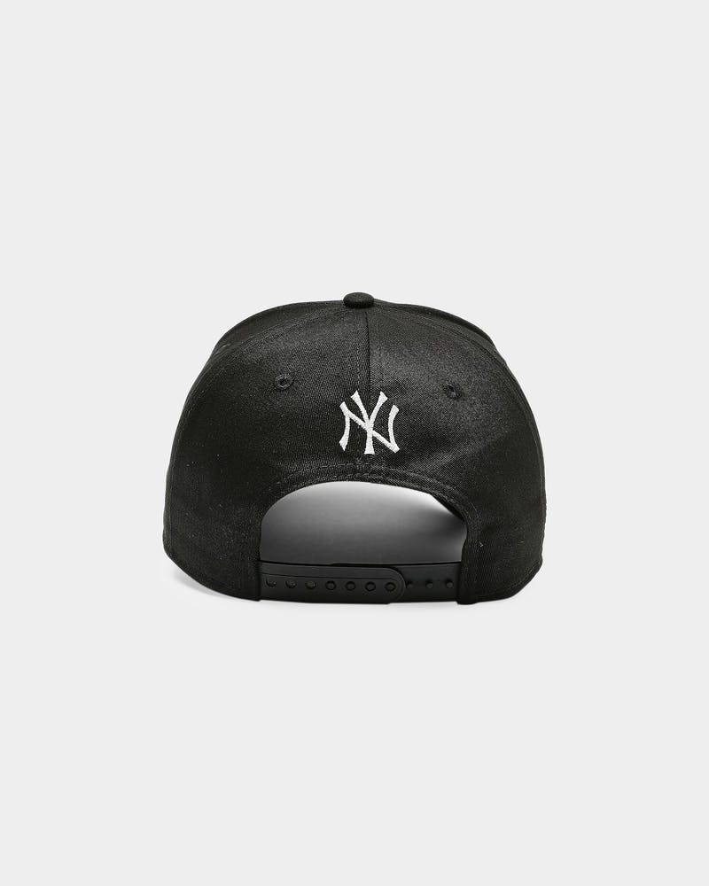 New Era New York Yankees 9FORTY K-Frame Goth Script Snapback Black/White