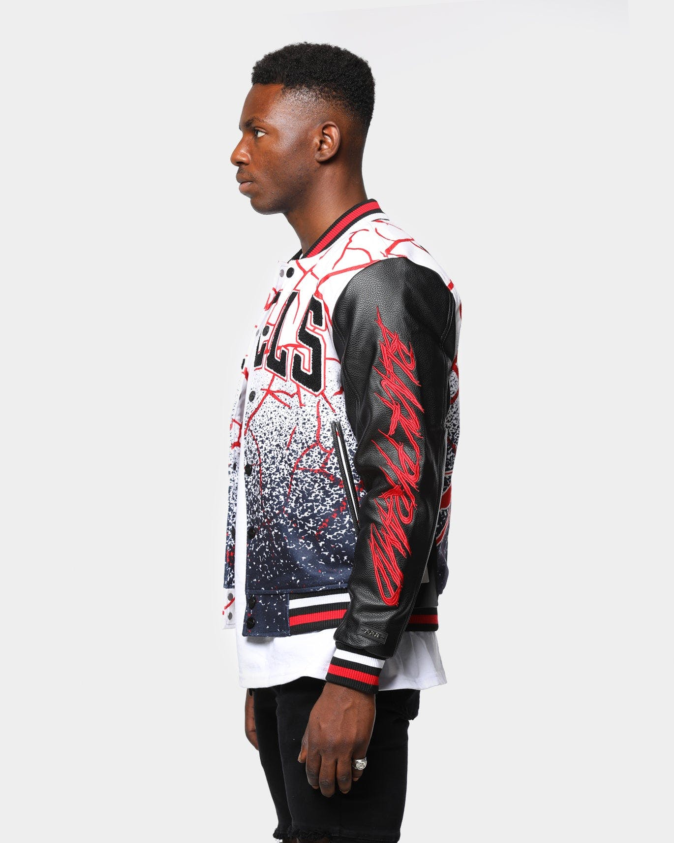 Men S Black Pyramid Chicago Bulls Logo Varsity Jacket White Culture Kings Nz
