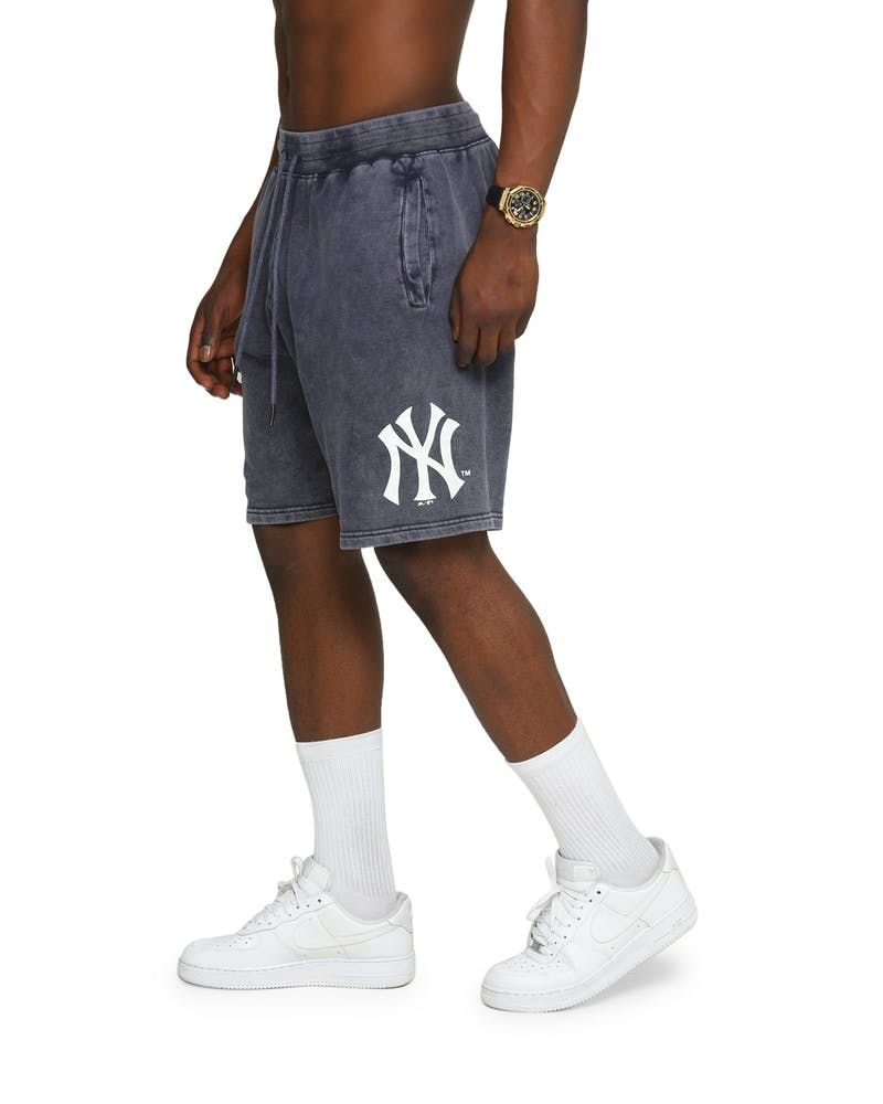 Majestic Athletic New York Yankess Clean Edge Shorts Snow Wash