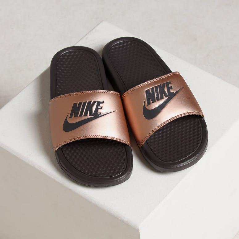 190c4b0da4e6 Nike WOMEN S BENASSI