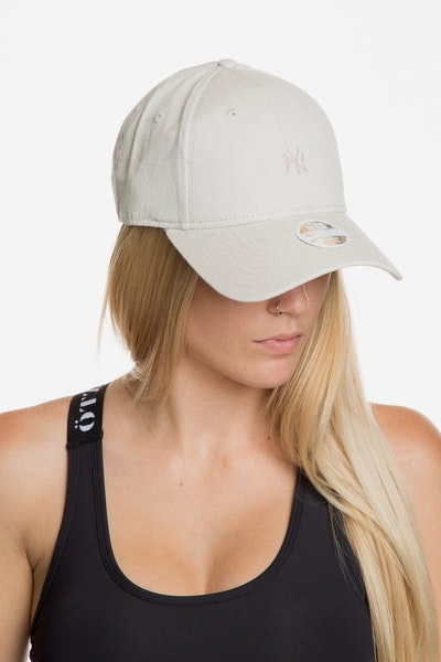New Era Women's New York Yankees 940 Strapback Off White