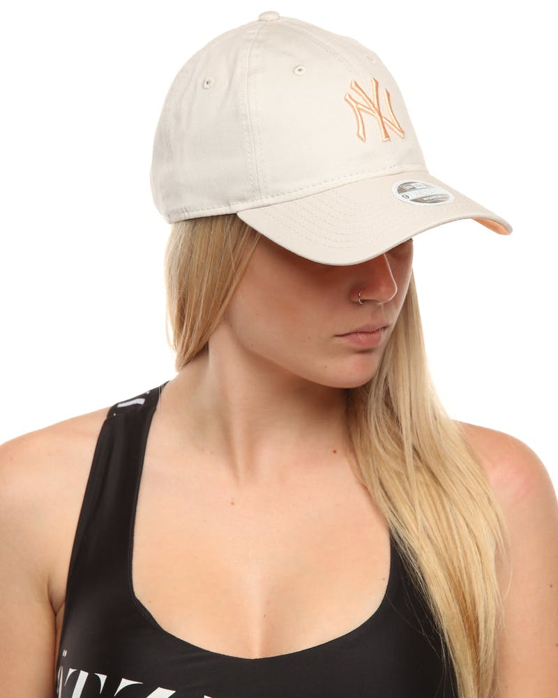 New Era Women's New York Yankees 920 Strapback Stone