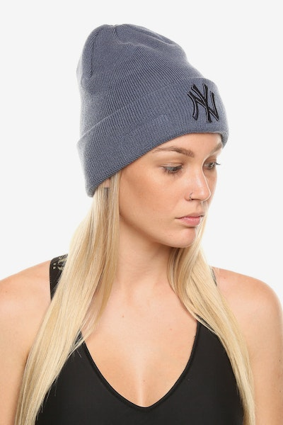 New Era Women's New York Yankees Beanie Light Blue