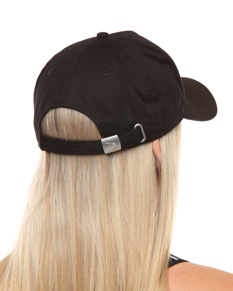 New Era Women's New York Yankees 9FORTY A-Frame Embossed Strapback Black/Black