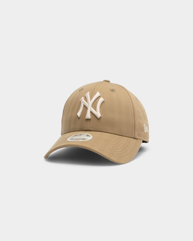 New Era Women's New York Yankees 9FORTY MLB Strapback Open Mark Brown
