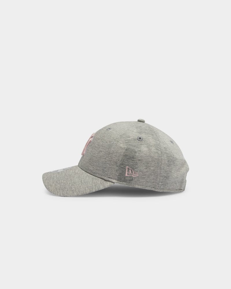 New Era Women's New York Yankees Soft Pink 9FORTY Strapback Heather Grey
