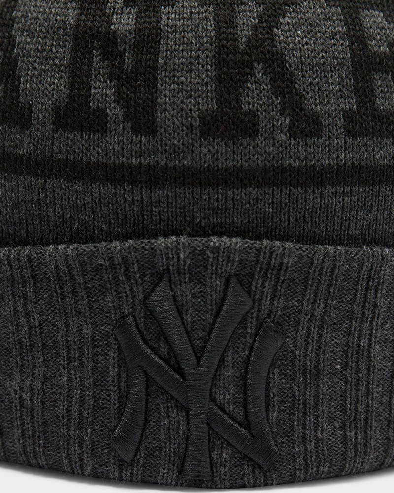 New Era New York Yankees Blackout Pom Beanie Heather Grey