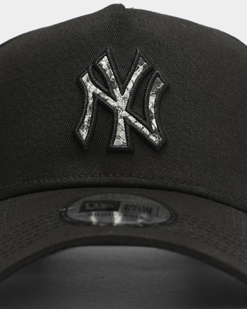 New Era New York Yankees Snakeskin Logo 9FORTY K-Frame Snapback Black