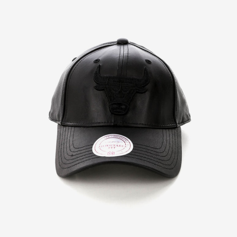 Mitchell   Ness Women s Bulls Leather Snapback Black – Culture Kings NZ 3308baf2909