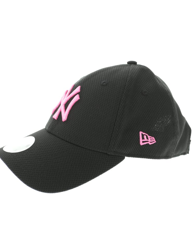 New Era Women's New York Yankees Neon Pop 9FORTY Velcroback Black/Pink