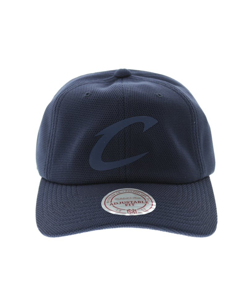 Mitchell & Ness Cavaliers Curved Snapback Navy