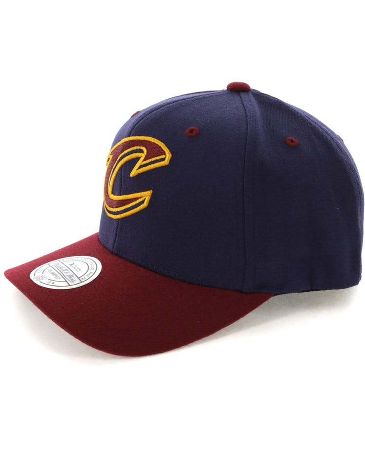 Mitchell & Ness Cleveland Cavaliers Team Logo 2 Tone 110 Snapback Navy/Burgundy