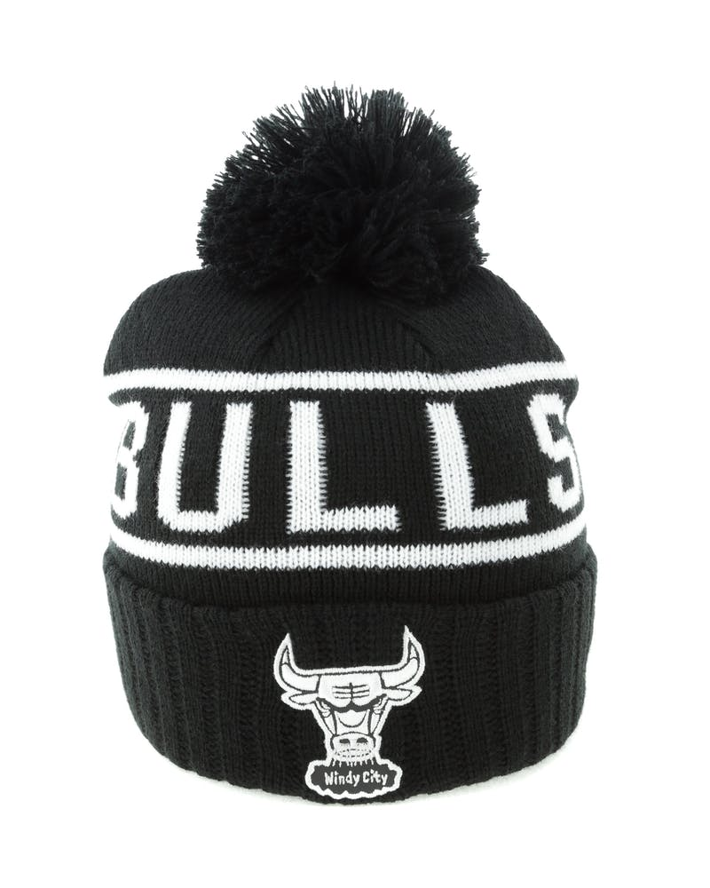 Mitchell & Ness Chicago Bulls Black & White Logo High 5 Beanie Black/White