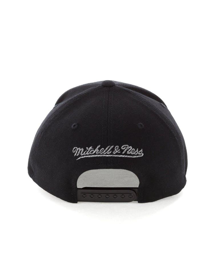 a5895436c5379 Mitchell   Ness Chicago Bulls Mono Melange Logo Snapback Black ...