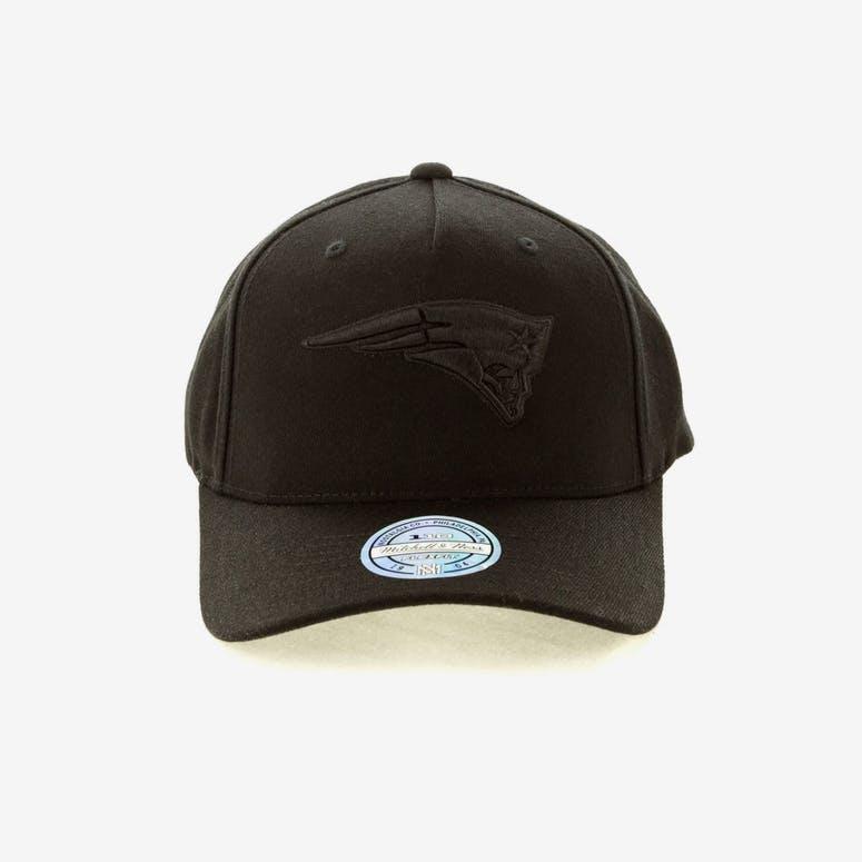 710535371dd Mitchell   Ness New England Patriots 110 Snapback Black On Black ...