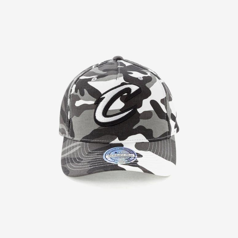 1eb2705dc63 Mitchell   Ness Cleveland Cavaliers 110 Pinch Panel Snapback Camo Grey