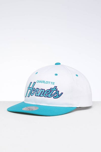 low priced b147c 769ca Mitchell   Ness Charlotte Hornets Deadstock Snapback White Teal ...