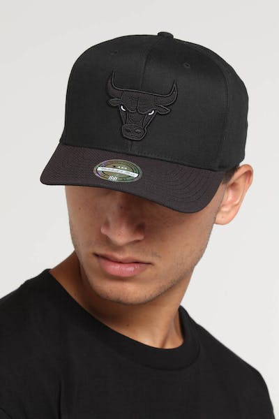 Mitchell & Ness Chicago Bulls 110 Kevlar Snapback Black