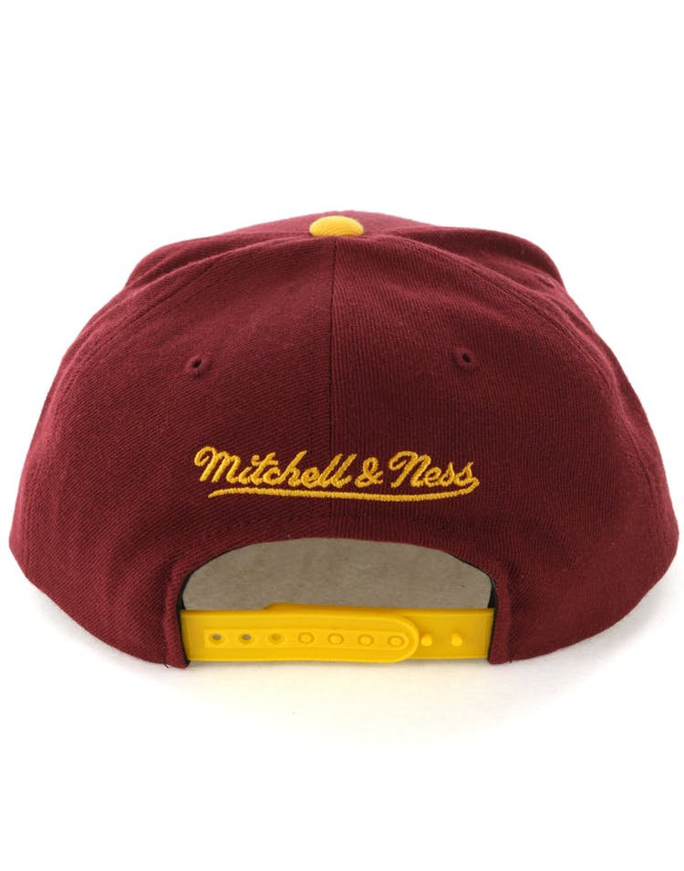 Mitchell & Ness Cleveland Cavaliers Satin Fused Snapback Burgundy/Yellow