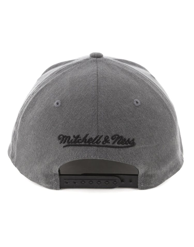 finest selection 147f7 0b404 Mitchell   Ness Cleveland Cavaliers 110 Snapback Washed Denim