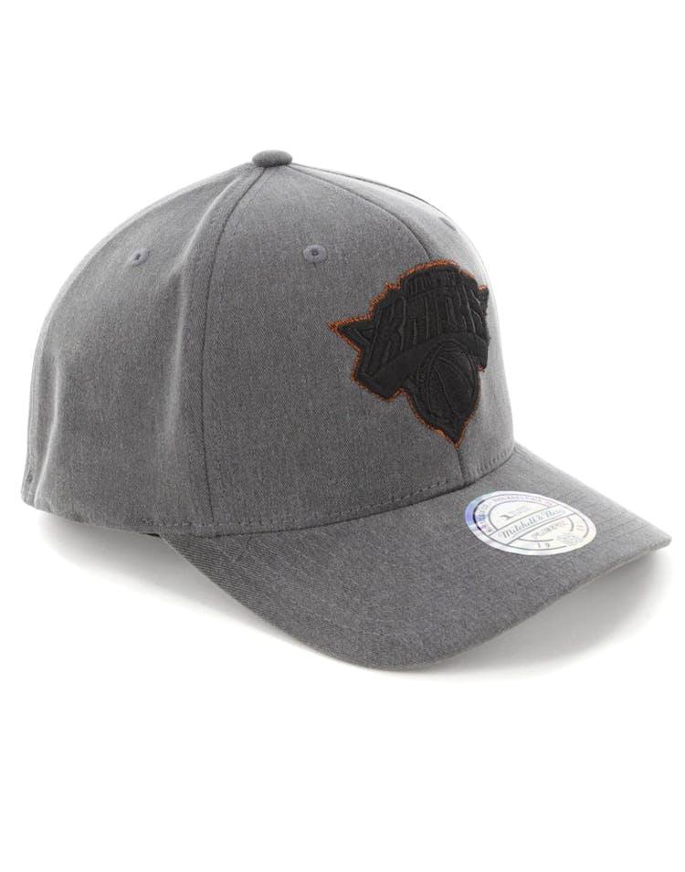 sale retailer 998b6 da3b6 Mitchell   Ness New York Knicks 110 Snapback Washed Denim