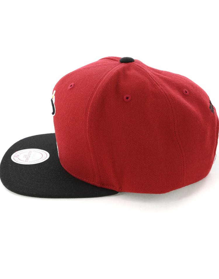 new style 3c61e c1d57 Mitchell   Ness Miami Heat Satin Fused Snapback Red Black