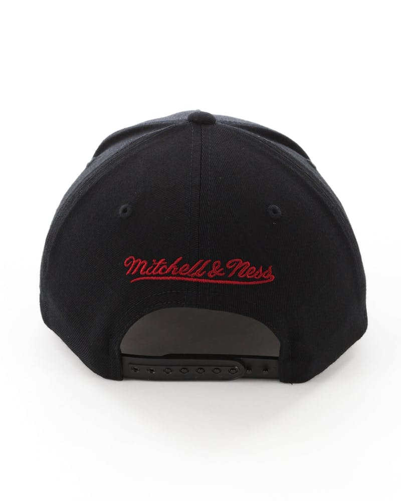 Mitchell & Ness Cleveland Cavaliers Full Court Logo 110 Flex Snapback Black