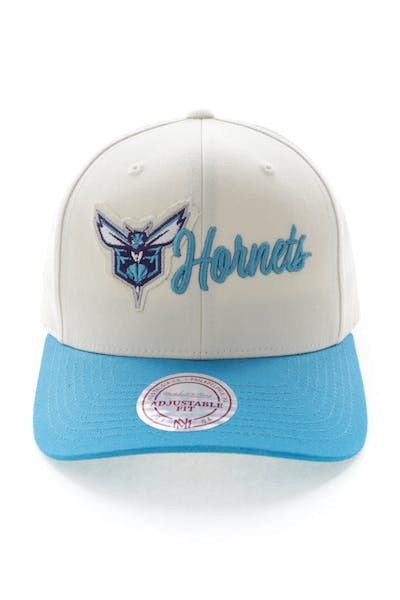 buy online b33b8 a7157 Mitchell   Ness Charlotte Hornets Vintage 110 Snapback Vintage Off White ...