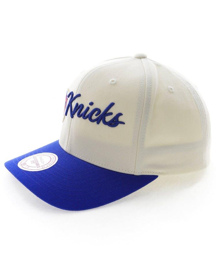 30c5872f Mitchell & Ness New York Knicks Vintage 110 Snapback Vintage Off White
