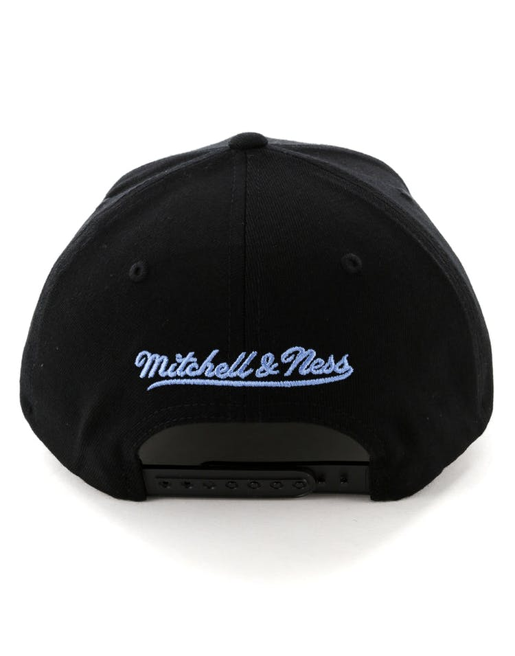 Mitchell & Ness Cleveland Cavaliers Metal Badge Pinch 110 Snapback Black