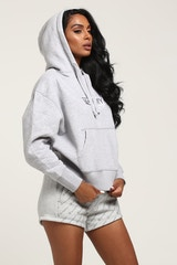 TOMMY JEANS WOMEN'S CLEAN LOGO HOODIE LIGHT GREY