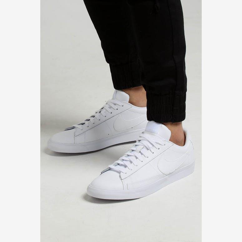 online store 2e1c3 30b23 Nike Blazer Low Le WhiteWhiteWhite