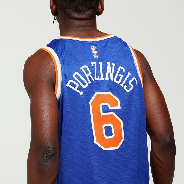 Kristaps Porziņģis  6 New York Knicks Nike Icon Edition Swingman Jersey Blue 739a7ea91