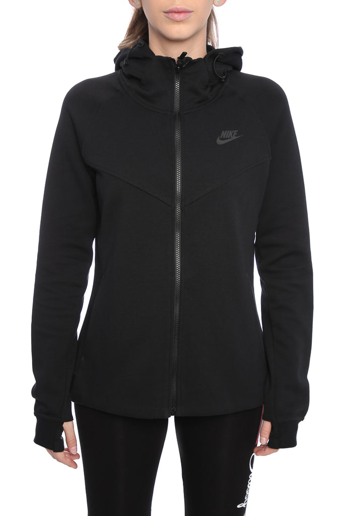 Nike Tech Fleece fabric is warm, soft and light - Adjustable scuba hood  offers personalised coverage - Ergonomic seams allow wider range of motion