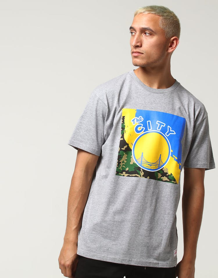 aef0705fc578 Mitchell   Ness Golden State Warriors Camo Paintbrush SS Tee Grey Marle