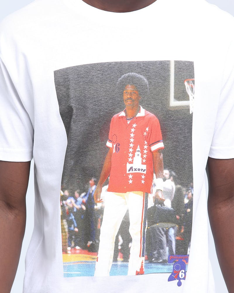 MITCHELL & NESS 76ERS ERVING OFF COURT SS TEE WHITE