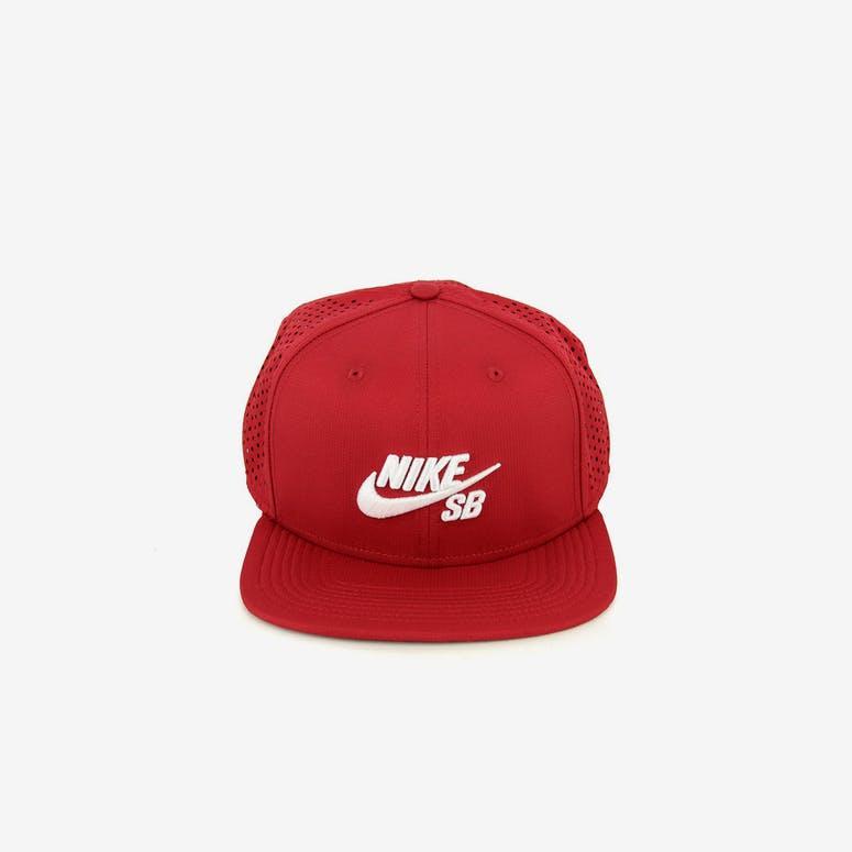 c366c3254fc Nike Snapback Performance Trucker Snapback Red white – Culture Kings NZ