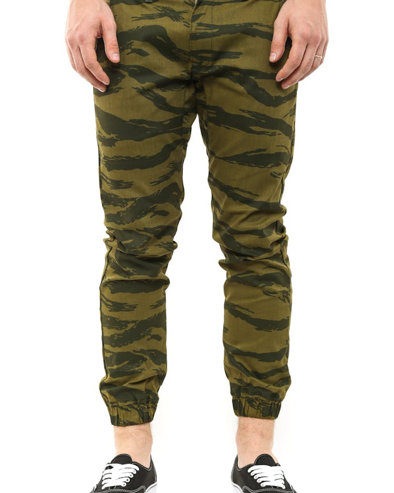 the Weekender Pants Camo